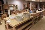 Meuble de salle de bain en steck, vasques et étagères